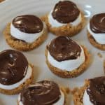 I love these mini s'more cups! Have a craving for s'mores? You'll love these individual s'mores!